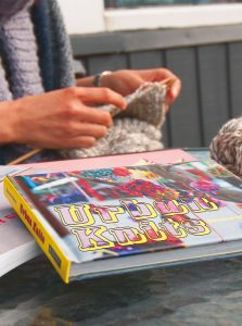 yarn-bombing-delphine-caubet